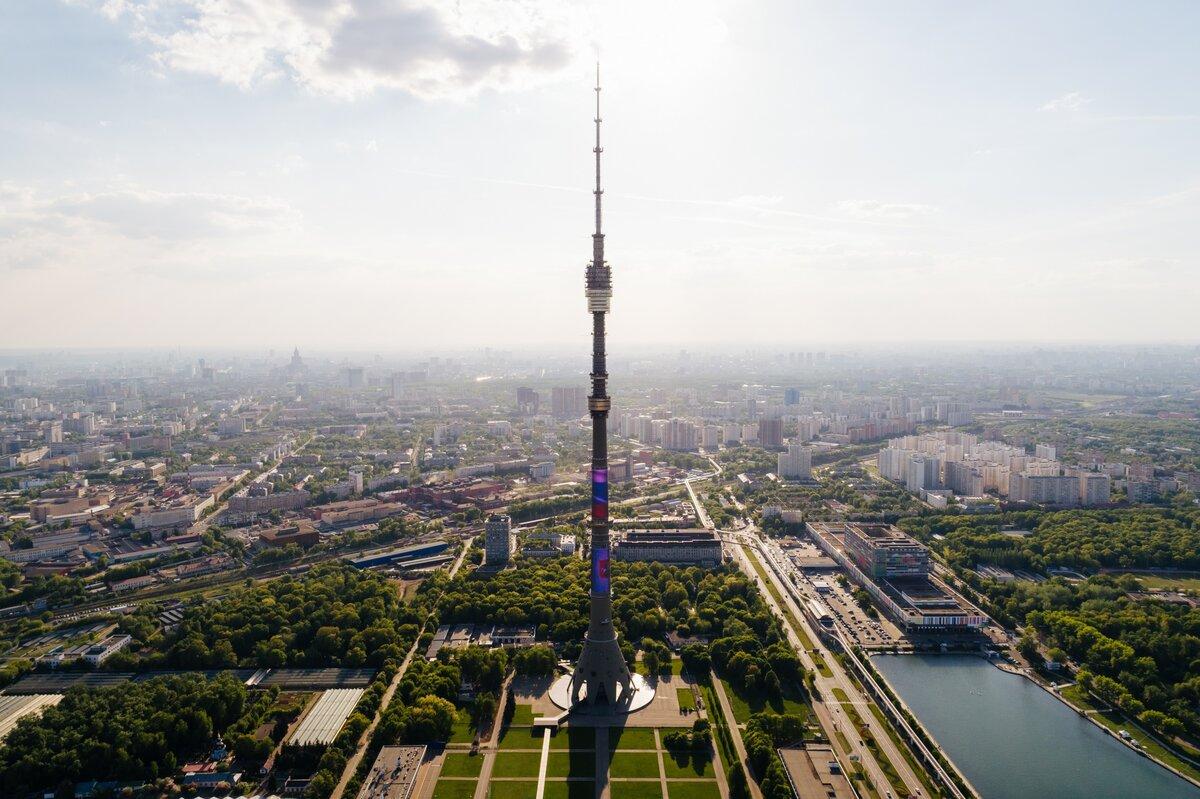 Вид на Останкинскую башню и телецентр Останкино